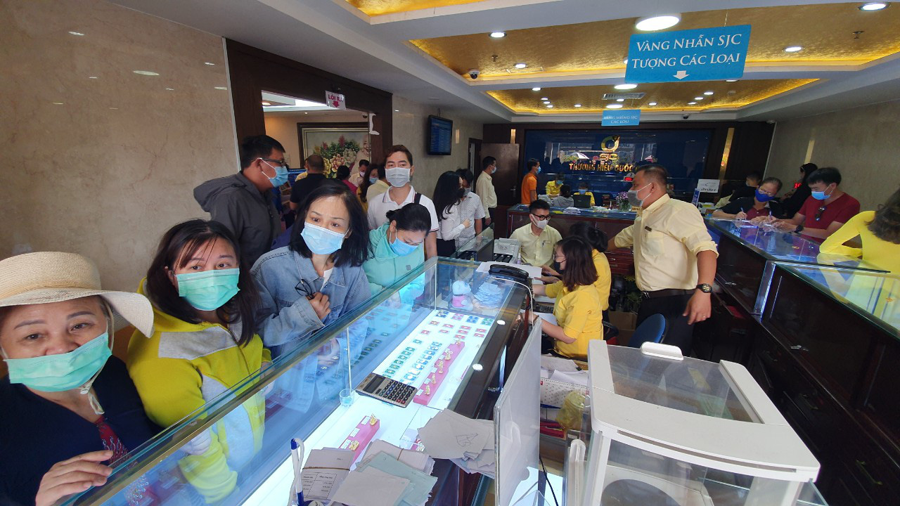 Strange story on the gold market for Than Tai in Ho Chi Minh City - Photo 7.