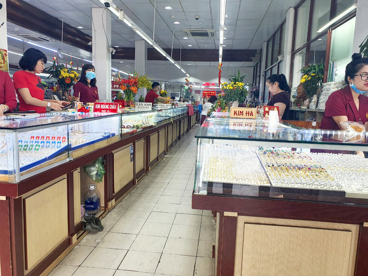 Strange story on the gold market for Than Tai in Ho Chi Minh City - Photo 13.