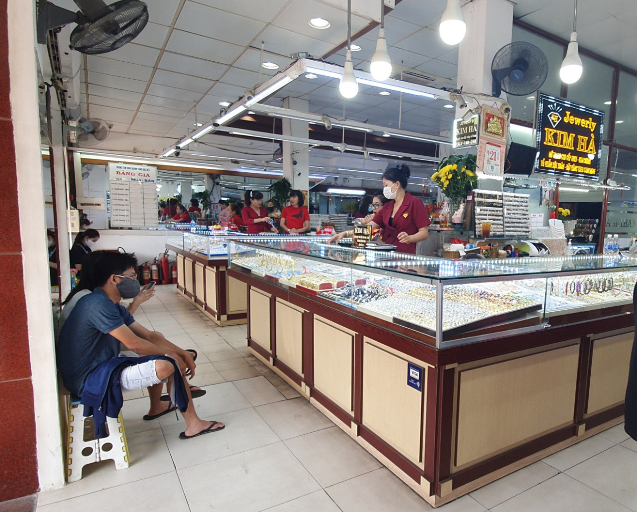 Strange story on the gold market for Than Tai in Ho Chi Minh City - Photo 12.