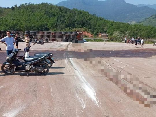 Quảng Bình: Va chạm xe đầu kéo, 2 thanh niên tử vong tại chổ - Ảnh 1.