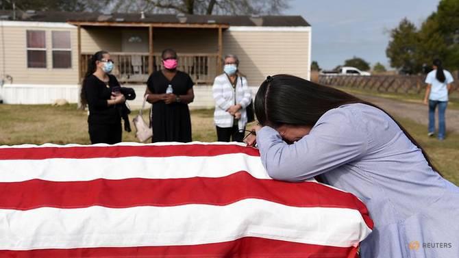 Covid-19: Chạm cột mốc u ám 500.000 người chết, Mỹ treo cờ rủ toàn quốc - Ảnh 5.