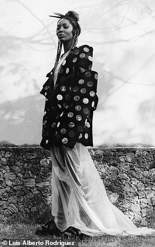 """""""Báo đen"""" Naomi Campbell khoe vẻ hoang dã và quyến rũ - Ảnh 7."""