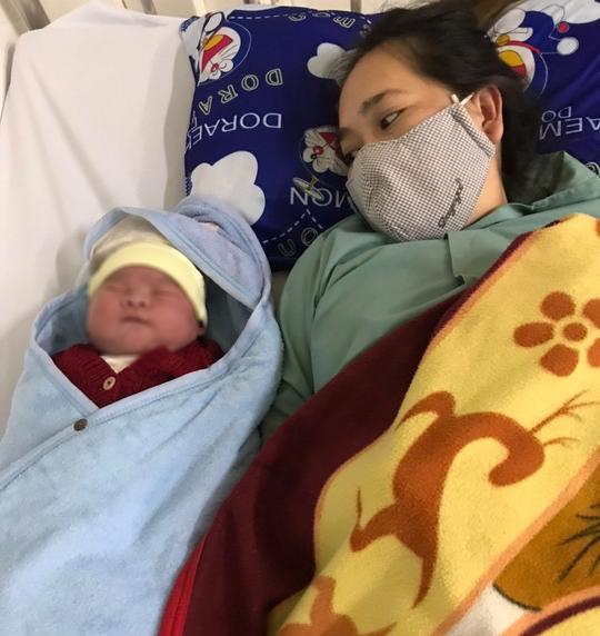 Quảng Trị: Sản phụ 34 tuổi sinh bé trai nặng 6,1kg - Ảnh 1.