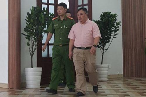 Giám đốc Bệnh viện Mắt TP HCM bị bắt giam - Ảnh 1.