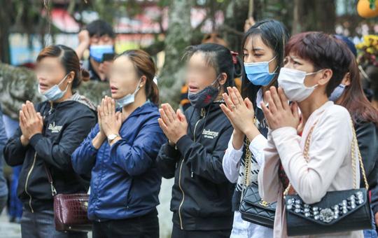 CLIP: Du khách lơ là phòng chống dịch khi đi vãn cảnh chùa Hương - Ảnh 14.