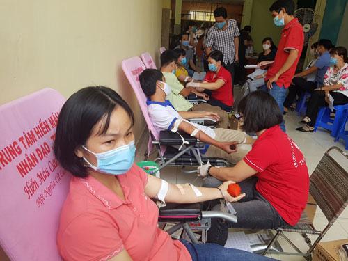CNVC-LĐ TP Thủ Đức hiến máu tình nguyện - Ảnh 1.