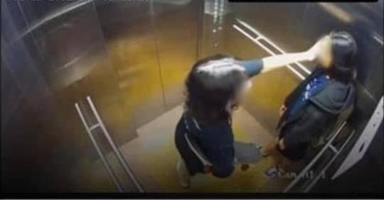 CLIP: Hình ảnh cuối cùng của 2 cô gái trẻ trước khi rơi lầu chung cư ở TP HCM - Ảnh 2.