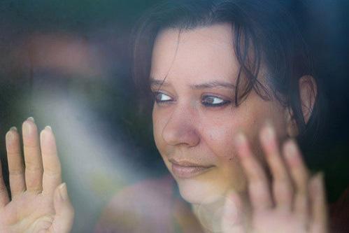 Anh: Bạo lực gia đình gia tăng trong đại dịch - Ảnh 2.