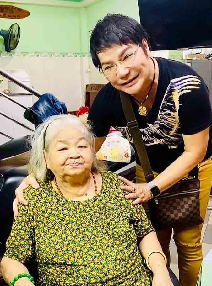 Mẹ mất, nghệ sĩ Linh Tâm không thể về nước thọ tang - Ảnh 2.