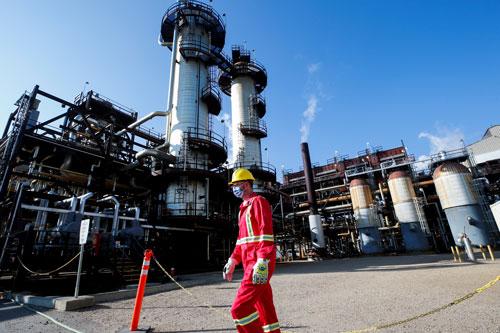 Giá dầu trong vòng xoáy khủng hoảng năng lượng - Ảnh 1.
