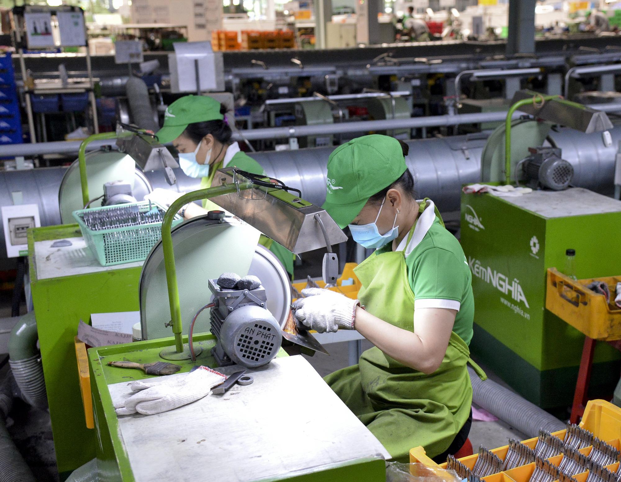 Tin Kinh tế: DOANH NGHIỆP CHỜ NGƯỜI LAO ĐỘNG (*): Vì việc làm, phúc lợi bền vững