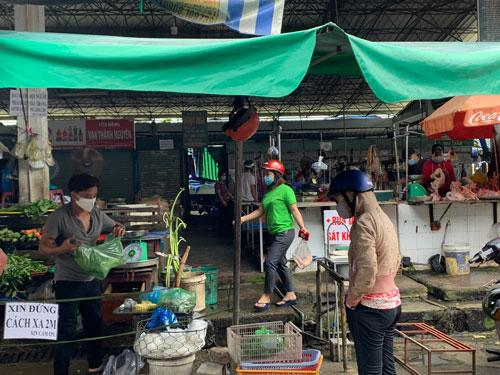 Nhiều chợ truyền thống tại TP HCM mở cửa trở lại - Ảnh 1.