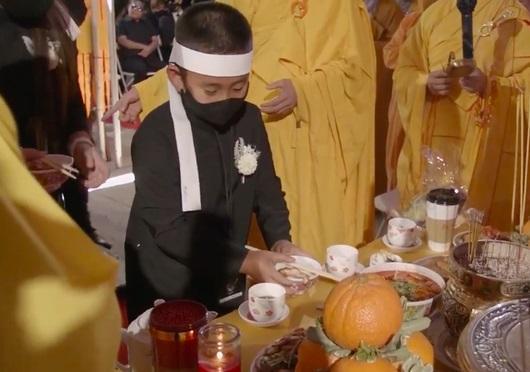 Nghệ sĩ cùng đông đảo khán giả dự tang lễ Phi Nhung - Ảnh 5.