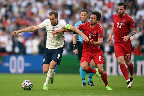 Đan Mạch và Anh quyết giành vé sớm dự World Cup - Ảnh 1.