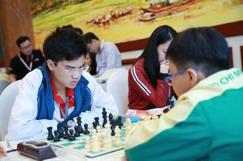 Anh Khôi giữ được ngôi vô địch cờ nhanh - Ảnh 1.