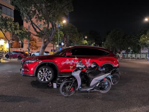 Lái ô tô cán qua xe máy của 2 tên trộm chuyên nghiệp tại Vũng Tàu - Ảnh 2.
