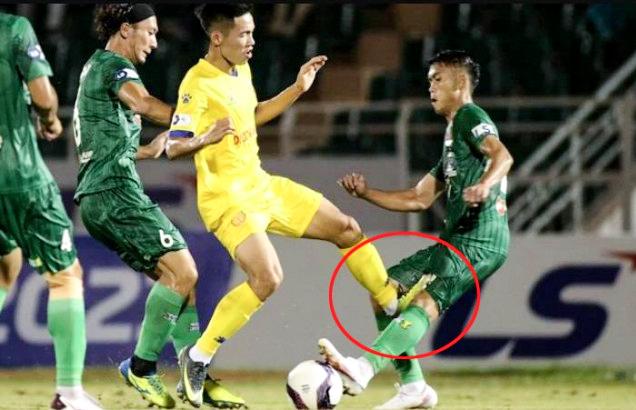 Sau Hoàng Thịnh, hai cầu thủ nhận án phạt nặng từ Ban kỷ luật VFF - Ảnh 1.