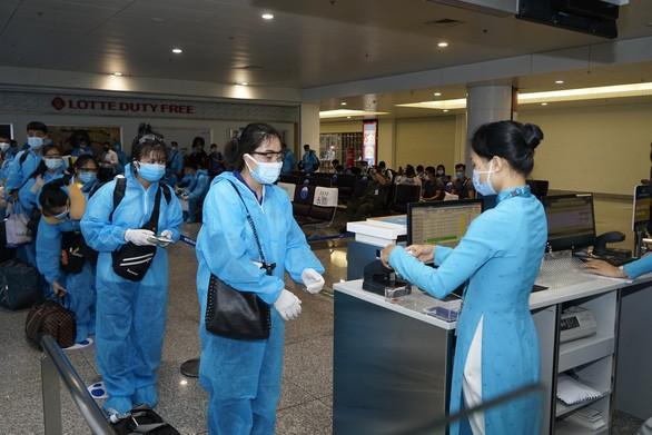 Đồng loạt mở lại một số đường bay đi quốc tế từ 1-4 - Ảnh 1.