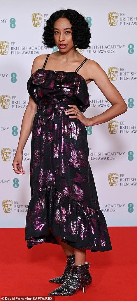 Những bộ đầm thảm họa tại thảm đỏ Oscar nước Anh BAFTA 2021 - Ảnh 5.