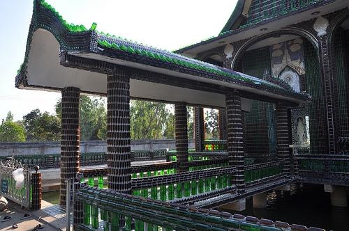 """Ngôi chùa vỏ chai - Kiến trúc """"có một không hai"""" ở Thái Lan - Ảnh 2."""