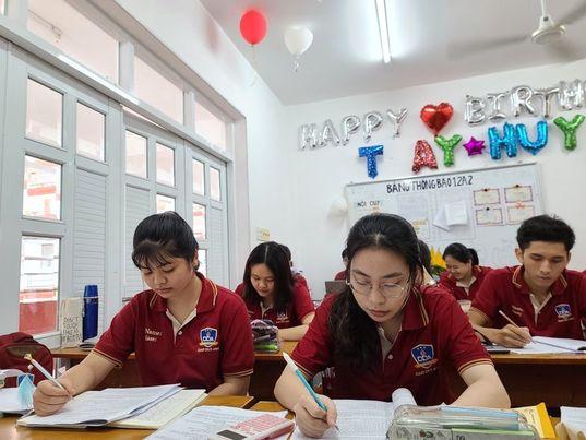 TP HCM: Các trường ngoài công lập không được tổ chức thi tuyển lớp 10 - Ảnh 1.