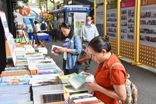 Nhiều hoạt động nhân ngày Sách Việt Nam lần thứ 8 - Ảnh 1.