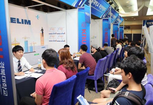 Hàn Quốc tự động gia hạn thêm 1 năm cho lao động nước ngoài - Ảnh 1.