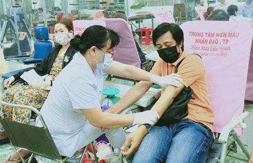 Quận Gò Vấp, TP HCM: CNVC-LĐ tình nguyện hiến máu cứu người - Ảnh 1.