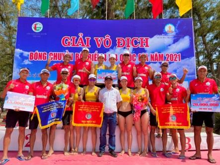 Giải vô địch bóng chuyền bãi biển 4x4 quốc gia: Nam, nữ Sanvinest Khánh Hòa vô địch - Ảnh 1.