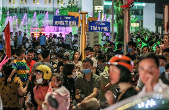 CLIP: Hàng vạn người dân đổ về xem bắn pháo hoa tại Lễ giỗ Tổ Hùng Vương - Ảnh 6.