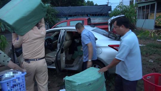 CLIP: Mở niêm phong ôtô gây tai nạn, CSGT phát hiện điều bất ngờ - Ảnh 4.