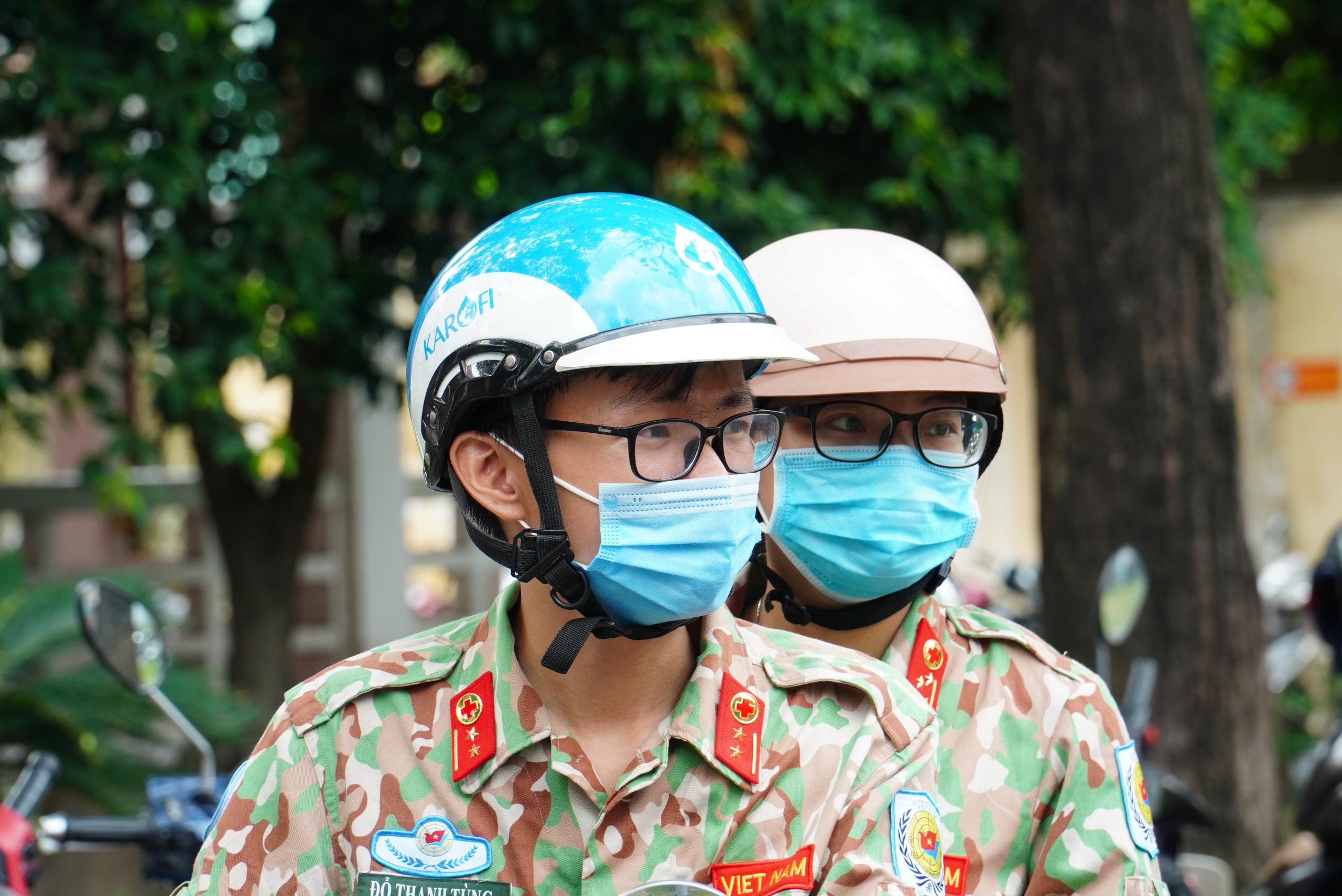 Gác chuyện riêng, vợ chồng mũ nồi xanh lên đường gìn giữ hòa bình - Ảnh 22.