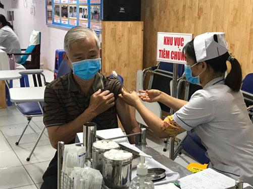 TP HCM mong muốn bao phủ vắc-xin cho dân - Ảnh 1.