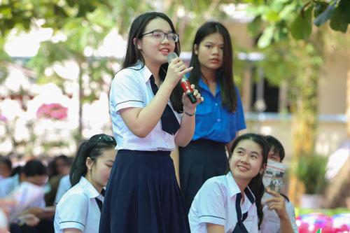 Sáng 25-4, Đưa trường học đến thí sinh tại Bình Thuận: Chọn ngành học nào trước giờ G? - Ảnh 1.