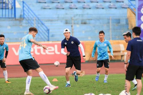 Hà Nội FC ra mắt HLV Hàn Quốc - Ảnh 1.