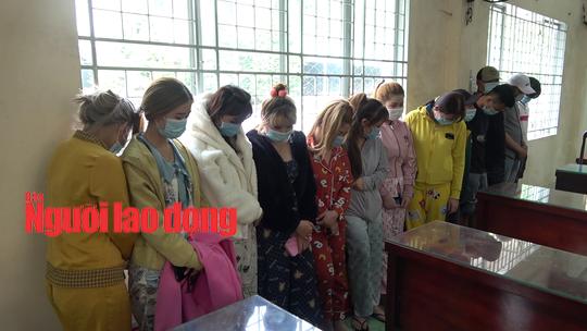 CLIP: Bắt quả tang cơ sở massage mại dâm ở Tiền Giang - Ảnh 2.