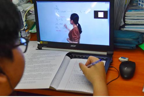Bộ GD-ĐT cho phép dạy học trực tuyến thay thế dạy học trực tiếp - Ảnh 1.