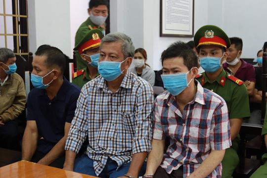 Toàn cảnh phiên tòa xét xử đường dây sản xuất xăng giả của Trịnh Sướng - Ảnh 1.