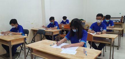 TP HCM: Dừng mọi hoạt động giáo dục trực tiếp, kể cả ôn tập cho học sinh cuối cấp - Ảnh 1.
