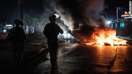 Hamas phóng rốc-két trả thù vụ Israel không kích chết gia đình 10 người Palestine - Ảnh 3.