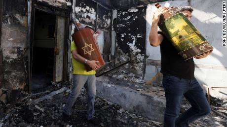 Hamas phóng rốc-két trả thù vụ Israel không kích chết gia đình 10 người Palestine - Ảnh 4.