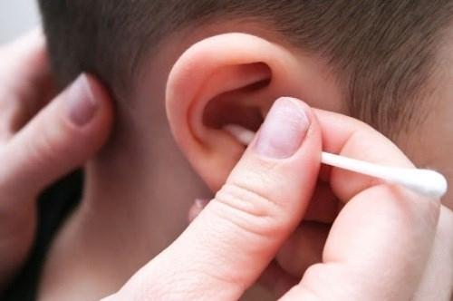 Thực hư chuyện trẻ nhỏ không cần ngoáy tai? - Ảnh 1.