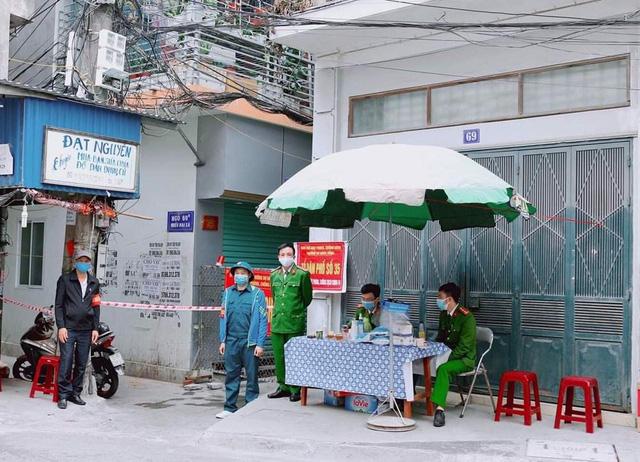 NÓNG: 5 nhân viên quán karaoke dương tính SARS-CoV-2 là F1 của chuyên gia Trung Quốc - Ảnh 1.