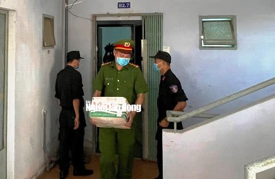 Hình ảnh khám xét, bắt giam cựu Giám đốc Sở Tài nguyên - Môi trường Khánh Hòa - Ảnh 10.