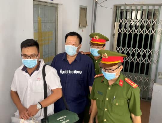 Hình ảnh khám xét, bắt giam cựu Giám đốc Sở Tài nguyên - Môi trường Khánh Hòa - Ảnh 1.