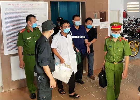 Hình ảnh khám xét, bắt giam cựu Giám đốc Sở Tài nguyên - Môi trường Khánh Hòa - Ảnh 11.