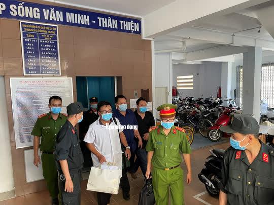 Hình ảnh khám xét, bắt giam cựu Giám đốc Sở Tài nguyên - Môi trường Khánh Hòa - Ảnh 12.