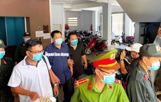 Hình ảnh khám xét, bắt giam cựu Giám đốc Sở Tài nguyên - Môi trường Khánh Hòa - Ảnh 13.