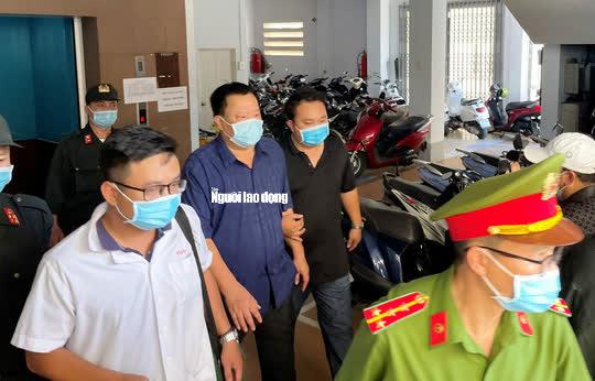 Hình ảnh khám xét, bắt giam cựu Giám đốc Sở Tài nguyên - Môi trường Khánh Hòa - Ảnh 5.