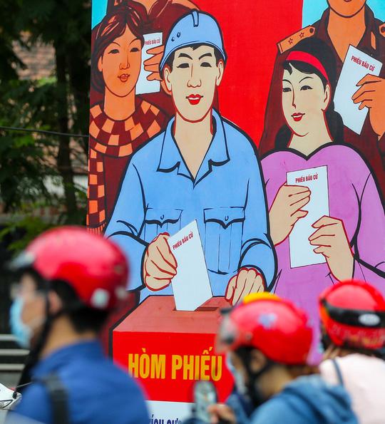 Cận cảnh Hà Nội rực rỡ trước ngày bầu cử - Ảnh 1.
